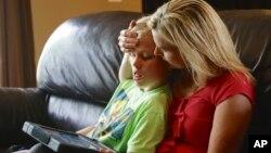 Colleen Jankovich, seorang ibu di Omaha, Nebraska dengan anaknya, Matthew, yang menyandang autis.