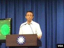 台湾中国国民党文传会副主委胡文琦2017年6月12日在记者会上(美国之音记者申华 拍摄)