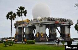 미국 하와이 펄하버-힉컴 합동기지에 배치된 해상 X-밴드 레이더(SBX).