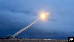 """Uji coba rudal jelajah nuklir antarbenua Rusia yang diklaim oleh Presiden Putin """"tidak akan bisa dicegat oleh pertahanan anti rudal musuh""""."""