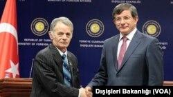 Dışişleri Bakanı Davutoğlu ve Kırım Tatarları'nın liderlerinden Mustafa Cemil Kırımoğlu