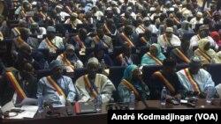Vue des officielles, tout protocole confondu, au Tchad, le 19 mars 2018. (VOA/André Kodmadjingar)