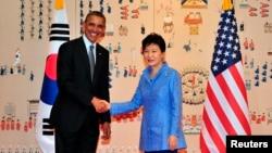 美国总统奥巴马和韩国总统朴槿惠4月25日在首尔青瓦台会见
