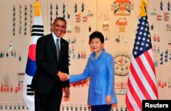 FILE - U.S. President Barack Obama (L) and South Korean President Park Geun-hye (R) pose for a photo during their meeting at the presidential Blue House in Seoul, April 25, 2014.