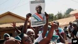 Apoiantes de Adama Barrow, vencedor das eleições de 2 de Dezembro.