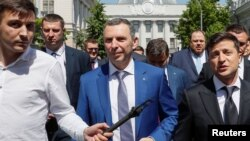Ukraine's President Volodymyr Zelenskiy, accompanied by his aide Serhiy Shefir, other officials and bodyguards, walks from the parliament to the presidential administration office after his inauguration in Kyiv, Ukraine, May 20, 2019.