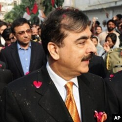 وزیر اعظم یوسف رضا گیلانی نے ایم کیو ایم سے اختلافات دور کرنے کے لیے جنوری میں جماعت کے مرکزی دفتر کا دورہ بھی کیا تھا۔