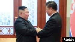 Kim Jong Un, à gauche, et Xi Jinping, Pékin, Chine. (Photo de l'agence de presse nord-coréenne, 10 janvier 2019)