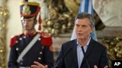 Président Mauricio Macri de l'Argentine donne une déclaration à la maison du gouvernement à Buenos Aires , Argentine , le jeudi 7 Avril 2016. (AP Photo/Natacha Pisarenko)