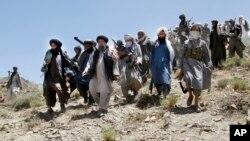 پیش از این نیزعلی شمخانی، دبیر شورای عالی امنیت ملی ایران تایید کرده بود جمهوری اسلامی «مجموعه ارتباطات و گفتوگوهایی» با گروه طالبان داشته است.