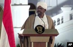 Sudan's President Omar al-Bashir speaks at the Presidential Palace, Feb. 22, 2019, in Khartoum, Sudan.