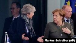 Rencontre de Theresa May avec la chancelière allemande Angela Merkel, à Berlin, en Allemagne, le mardi 9 avril 2019. (AP Photo/Markus Schreiber)