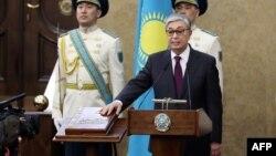 آقای توقایف ۶۶ ساله سه ماه پیش و در پی کناره گیری ناگهانی نور سلطان نظربایف، رئیس جمهوری موقت قزاقستان معرفی شده بود.