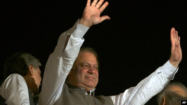 Former Prime Minister and leader of the Pakistan Muslim League-N party Nawaz Sharif waves to his supporters at a party office in Lahore, May 11, 2013.
