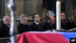 France's President Nicolas Sarkozy (2nd R) and Romanian President Traian Basescu (R) attend the funeral ceremony for the late former President Vaclav Havel at Prague Castle's St. Vitus Cathedral December 23, 2011