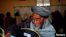 阿富汗选民在投票