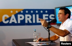 FILE - Venezuela's opposition leader Henrique Capriles talks to the media during a news conference in Caracas, Apr. 24, 2013.