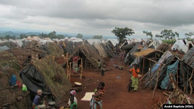 Refugiados moçambicanos em Kapise, no Malawi.