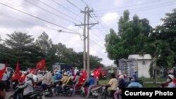 越南抗议者聚集在同奈省边和市的安美德工业园
