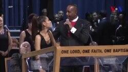 Un évêque touche de manière inappropriée Ariana Grande (vidéo)