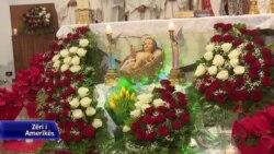 Tiranë: besimtarët festojnë Krishtlindjet