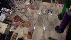 Khách đổ tới xem hội chợ giới thiệu sản phẩm liên quan đến cần sa