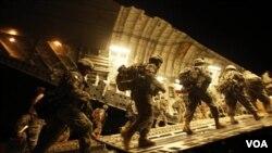 Sebagian anggota pasukan AS yang telah ditarik dari Irak dan kembali ke Amerika tahun lalu.