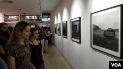 """Otvaranje izložbe """"Male priče"""" Dejvida Linča, Kultuni centar Beograd (Veljko Popović, Glas Amerike)"""