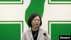 Tokoh oposisi utama Taiwan, ketua Partai Progresif Demokratik (DPP) Tsai Ing-wen berpidato di Taipei, Taiwan (4/11). (Reuters/Pichi Chuang)