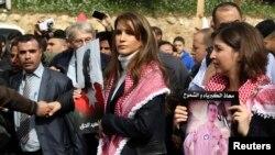 اردن کی ملکہ رانیہ ایک جلوس کی قیادت کرتے ہوئے