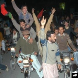 Protests in Multan, Pakistan, over the murder of Pakistan's Punjab province's governor Salman Taseer, 05 Jan 2011.