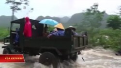 Việc chính quyền thu lại tiền cứu trợ lũ lụt đang gây bất bình