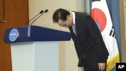 South Korean President Lee Myung-bak bows during a press conference at the presidential house in Seoul, South Korea, July 24, 2012.