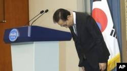 Tổng thống Nam Triều Tiên Lee Myung-bak tại một buổi họp báo ở Seoul, ngày 24/7/2012