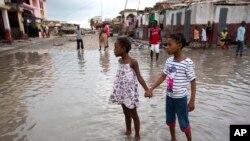 Metyu qasırğası Haitidə bir çox yaşayış məntəqələrini viran qoyub