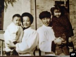李普与夫人沈容及两个女儿
