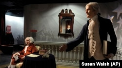 Voštane figure predsjednika Johna Adamsa i Thomasa Jeffersona u muzeju voštanih figura Madame Tussauds u Washingtonu.