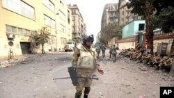 在埃及解放廣場執行防暴任務的的軍人