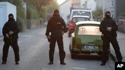 Polisi khusus Jerman saat melakukan operasi penggerebekan tersangka teroris (foto: ilustrasi).