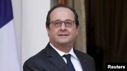 Tổng thống Pháp tuyên bố rằng nước ông sẽ không lùi bước trong cuộc chiến chống khủng bố mặc dù có sự xuất hiện một đoạn video của IS, đe dọa các nước nằm trong liên minh do Hoa Kỳ dẫn đầu chống lại nhóm này.