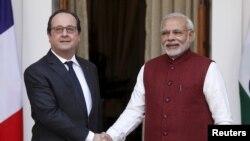 رئیس جمهوری فرانسه در سفر سه روزه به هند رفته است.