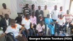 Les handicapés éprouvent d'énormes difficultés dans la société ivoirienne, à Abidjan, le 9 novembre 2017. (VOA/Georges Ibrahim Tounkara)