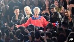 Justin Bieber tampil di acara iHeartRadio Music Awards di Inglewood, California (3/4).