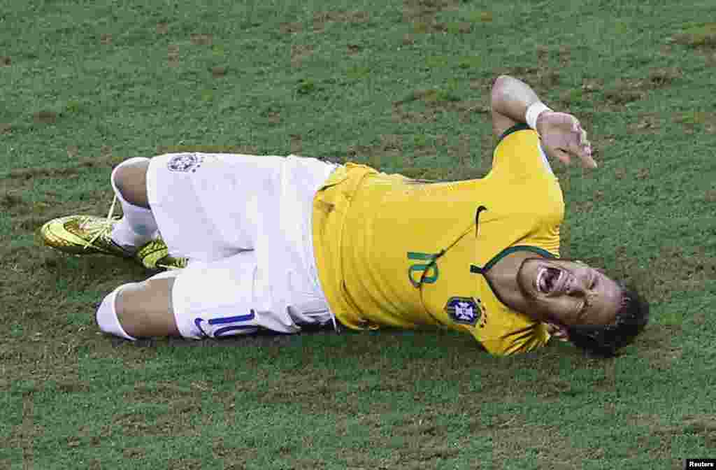 Brazil's Neymar screams in pain after being fouled by Colombia's Camilo Zuniga at the Castelao arena in Fortaleza, July 4, 2014.