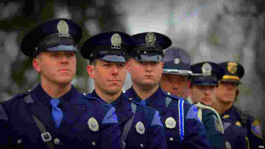 Офицеры полиции