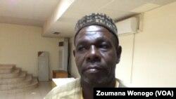 Ernest Sanou, président exécutif des chasseurs traditionnels, lors du Forum sur la sécurité, Ouagadougou, Burkina, 25 octobre 2017. (VOA/ Zoumana Wonogo)