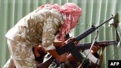 Luftëtarët thonë se kanë marrë nën kontroll ndërtesat kryesore në qytetin e Gadafit