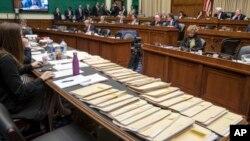 Dossiers contenant des amendements au projet de loi de remplacement de l'«Obamacare» du GOP à Capitol Hill à Washington, le jeudi 9 mars 2017.