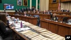 9일 미국 하원에서 열린 청문회 테이블 위에, 공화당이 제출한 '오바마케어' 대체 건강보호법안이 놓여있다.