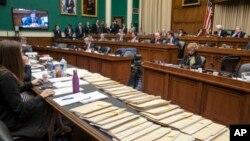 Para anggota Kongres AS membahas pembatalan UU Layanan Kesehatan mantan presiden Barack Obama atau Obamacare di gedung Capitol, Kamis (9/3).